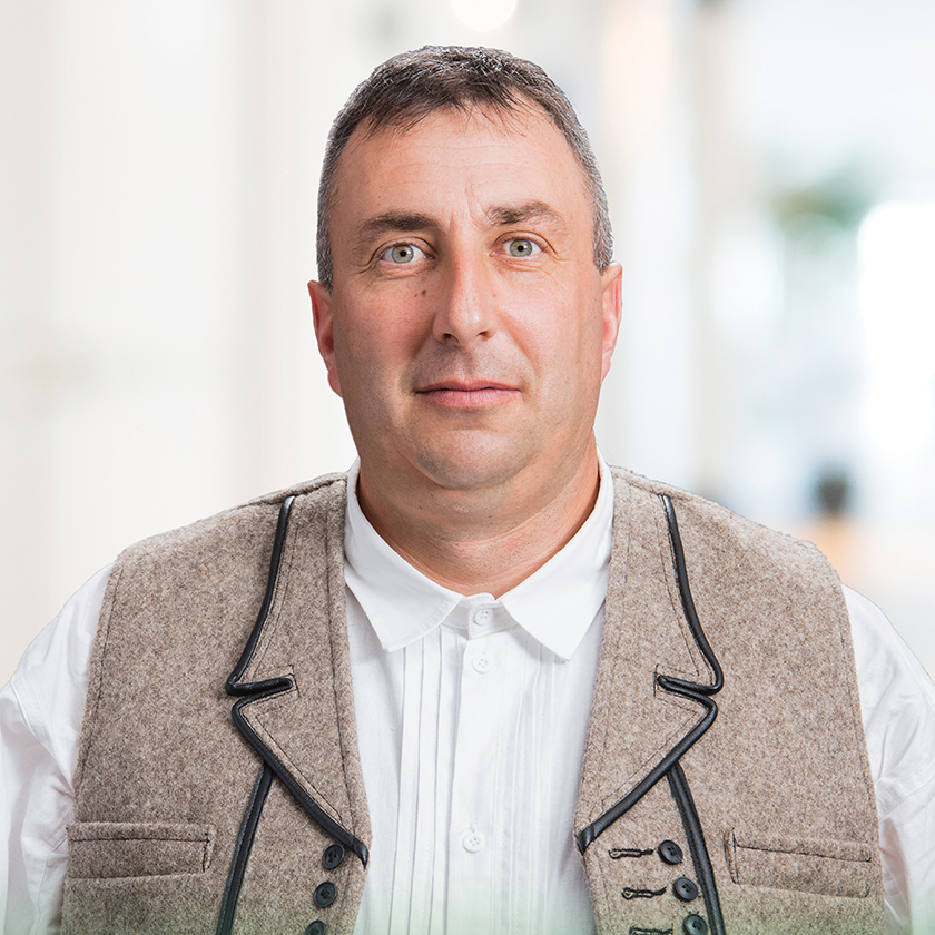 Marton Robert Laszlo karcfalva