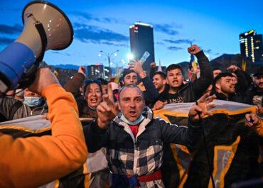Nem lehet közösséget vállalni a magyarellenességbe átcsapó tüntetésekkel!