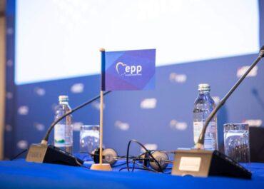 Erdélyi magyar képviselő nem lehet tagja az Európai Néppárt frakciójának!